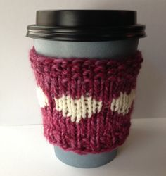 Coffee Sleeve Variegated Pink and White Hearts от KnittyVet