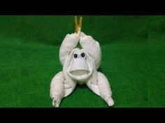 How to create Mermaid towel folding, become an art and craft, Watch me work folding it Origami Monkey, Mermaid Towel, Towel Origami, Monkey Crafts, Towel Animals, Lion King Baby Shower, How To Fold Towels, Towel Crafts, Diy Baby Gifts