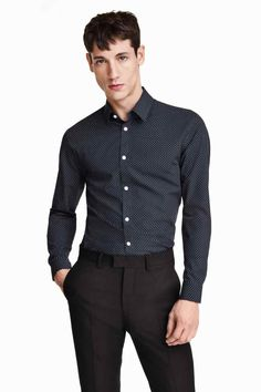 Easy-iron shirt : Long-sleeved shirt with a turn-down collar and easy-iron finish. The shirt has shaping seams at the back to create a fitted silhouette. Slim fit.