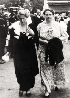 Magda Goebbels & Winifred Wagner.