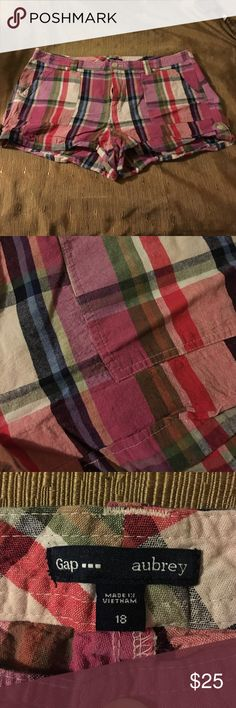 🔴 ((GONE 2-19)) Gap plaid  linen shorts 55% linen 45% cotton plaid shorts. GAP Aubrey style. Never worn. Beautiful colors! GAP Shorts
