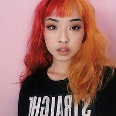 red and orange hair Half And Half Hair, Split Dyed Hair, Coloured Hair, Dye My Hair, Grunge Hair, Cool Hair Color, Pink Hair, Pink And Orange Hair, Pretty Hairstyles