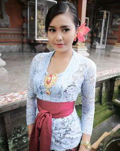 I 💗 Balinese Girls Kebaya Bali, Kebaya Dress, Bali Girls, Muslim Beauty, Indonesian Girls, Hijab Chic, Traditional Dresses, Indian Beauty, Hijab Fashion