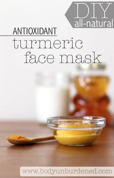 This DIY all-natural antioxidant turmeric face mask helps fight wrinkle-causing free radicals. Plus it's so simple to whip up and non-toxic! (Natural health and beauty)