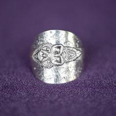 "@lady.rock.crafts on Instagram: ""Spoon bending 🥄🔨💍 .925  #spoonring #spoonrings #diyrings #crafts #craftproject #jewelry #jewelryphotography #jewelryhandmade #jewellery…"" Diy Rings, Jewelry Rings, Jewellery, Jewelry Photography, Nikon Photography, Spoon Bending, Sterling Silver Jewelry, 925 Silver, Spoon Rings"
