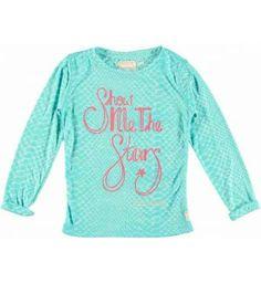 Super gaaf shirt van Retour Jeans met een turqouise reptielen print. Op de voorkant een print 'Show me the Stars' bewerkt met lovertjes.  Retour Jeans Adele www.kidsindustry.nl