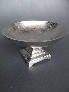 Hochwertige unbehandelte Aluminium Schale, im eleganten Design gearbeitet. Diese tolle Schale kann vielseitig eingesetzt werden.
