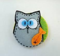 Картинки по запросу Meia Lua: feltro Felt Owls, Felt Cat, Felt Animals, Ornament Crafts, Felt Ornaments, Felt Keychain, Felt Bookmark, K Crafts, Christmas Embroidery Patterns