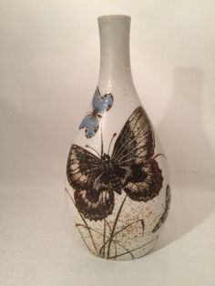 Royal Copenhagen stoneware vase by Nils Thorsson with Diana butterfly moth from the period 1975-1979 . Decoration number 1044/5741 . H 24.5 cm diameter 11.5 cm