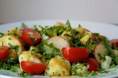 Patata, rábanos, tomate cherry y poco más es lo que hace que esta ensalada sea algo realmente delicioso y perfecto.