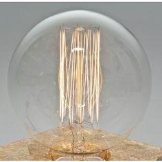 LJ Lamps ist eine junge Berliner Designwerkstatt, die vor allem Lampen aus Materialien wie Beton und Holz herstellt.Passend zu unseren Tischlampen aus Beton haben wir für Sie eine Schmuckglühbirne ausgesucht, die für sich genommen schon ein Highlight ist - und einen tollen Kontrast zu Beton eingeht.Die Edisonlampe hat eine Leistung von 40W und jeder einzelne Glühdraht ist sichtbar.Es handelt sich um die Urform der Glühbirnen (deshalb nach Edison benannt) - ein Stück Vintage, das heute nur…