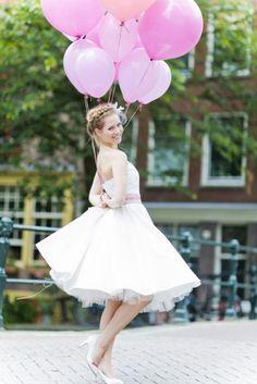 noni 2015 50er Jahre Brautkleid mit Petticoat und rosa Gürtel mit Schleife (www.noni-mode.de - Foto: Le Hai Linh)