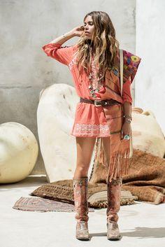 ╰☆╮Boho chic bohemian boho style hippy hippie chic bohème vibe gypsy fashion indie folk the . Gypsy Style, Boho Gypsy, Hippie Style, Bohemian Style, Hippie Chic, Ibiza Fashion, Gypsy Fashion, Fashion Edgy, Cheap Fashion