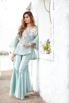 Suffuse by Sana Yasir Party Wear Indian Dresses, Designer Party Wear Dresses, Pakistani Fashion Party Wear, Indian Fashion Dresses, Kurti Designs Party Wear, Dress Indian Style, Indian Designer Outfits, Pakistani Outfits, Indian Outfits