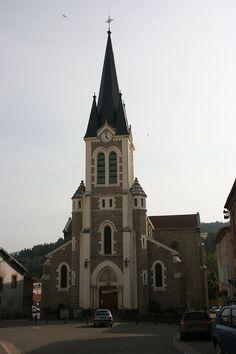 Tout comme l'ensemble du Forez, prolongement oriental du Massif Central, Boën-sur-Lignon se trouve donc dans le Pays d'Astrée un terrain de type volcanique. Les volcans, dont le Montaubourg à Marcoux, se sont formés à l'ère tertiaire. Read more at http://www.sejour-touristique.com/vacances-en-france/decouverte-de-nos-regions/rhone-alpes/loire/boen-sur-lignon.html#7bdLS20L1ZrRsxqO.99