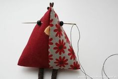 Diy and crafts Fabric Crafts - chicken tutorial Sewing Toys, Sewing Crafts, Sewing Projects, Hobbies And Crafts, Diy And Crafts, Diy Y Manualidades, Chicken Crafts, Clothes Crafts, Pin Cushions