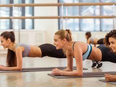 Drei Frauen machen Planking