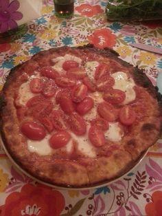 Pizza di quark con cinque ingredienti: quark, glutine, latte in polvere, proteine, lievito e sale. Dukan Diet, Pepperoni, Recipes, Food, Gowns, Pizza, Cooking, Vestidos, Dresses