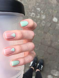 Simple Line Nail Art Designs You Need To Try Now line nail art design, minimalist nails, simple nails, stripes line nail designs Nail Polish, Nail Manicure, Diy Nails, Cute Nails, Pretty Nails, Manicure Ideas, Shellac Nails, Spring Nail Colors, Spring Nail Art