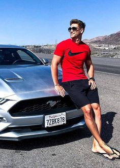 49 Gorgeous Summer Outfits Ideas For Guys – Fashion Trends 2019 - Daily Fashion Stylish Mens Outfits, Casual Outfits, Men Casual, Barefoot Men, Cool Summer Outfits, Mens Flip Flops, Photography Poses For Men, Male Feet, Mens Fashion