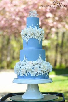 Elegant Blue Wedding Cake For A Cinderella Wedding on Cake Central The flowers are absolutely exquisitely rendered. This confectioner is a true artist. cakes blue 38 Elegant Blue Wedding Cake Ideas You Will Like - ChicWedd Elegant Wedding Cakes, Beautiful Wedding Cakes, Gorgeous Cakes, Wedding Cake Designs, Pretty Cakes, Amazing Cakes, Bolo Floral, Quince Cakes, Quinceanera Cakes