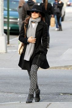 olivia wilde rag & bone printed arrow leggings with fedora and ankle boots Black and White