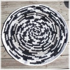 Round Rag Rug Black & White 32 inches by DebbieCrochets