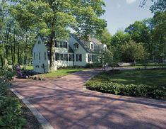 Invite guests in with the top 40 best driveway edging ideas. Explore unique border designs from brick to pavers, concrete, stone landscaping and beyond. Red Brick Pavers, Brick Paver Driveway, Driveway Edging, Concrete Driveways, Walkways, Stone Landscaping, Driveway Landscaping, Driveway Ideas, Landscaping Ideas