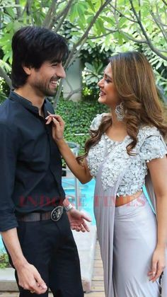 Simple Kurti Designs, Blouse Designs, Jennifer Winget Beyhadh, Romantic Couples Photography, Couple Posing, Couple Dps, Bollywood Couples, Mens Fashion Suits, Celebs