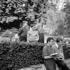 Camus et ses enfants : Catherine et Jean, en juin 1957, au Festival d'Angers pour la représentation du Chevalier d'Olmedo.