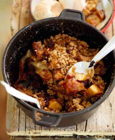 South African Apple Tart (Apple Crumble) is an easy go-to recipe for lazy Sunday desserts. This adapted recipe is ideal for the open braai fire. Recipe by Braai Recipes, Cooking Recipes, South African Recipes, Ethnic Recipes, No Bake Desserts, Dessert Recipes, Eggless Recipes, Camping Meals, Food Dishes