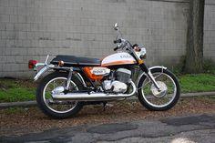 1972 suzuki t500 rebuild. venturi moto. Long Live the Titan!!!