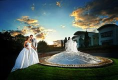photo de mariage HDR: mariée avec robe de princesse et fontaine