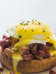Corned Beef Hash Eggs Benedict Recipe. Breakfast idea that everyone is going to love, a meat lovers paradise.