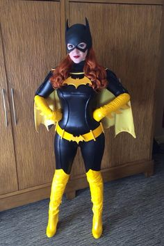 Holly Brooke as Batgirl (DC Comics) https://br.pinterest.com/lobobranco/cosplay/