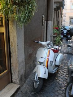 I am going to ride one if these through the streets of Rome in May... So excited