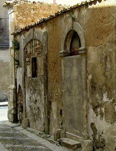 Sicilian crumbling wall