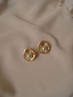 Cherié (Cherry) Earrings *Gold-plated stems Jö Earrings - My Accessories World Dainty Jewelry, Cute Jewelry, Pearl Jewelry, Gold Jewelry, Jewelry Necklaces, Women Jewelry, Pearl Earrings, Pearl Studs, Bridal Jewelry
