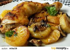 Kuřecí stehna pečená na bramborách a žampionech recept - TopRecepty.cz Czech Recipes, Food Dishes, Chicken Wings, Poultry, Recipies, Food And Drink, Health Fitness, Cooking Recipes, Yummy Food
