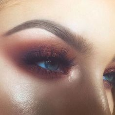 Tendance Makeup Gold highlight and a copper smoky eye. Kiss Makeup, Love Makeup, Makeup Inspo, Makeup Art, Hair Makeup, Makeup Style, Smoky Eye, All Things Beauty, Beauty Make Up