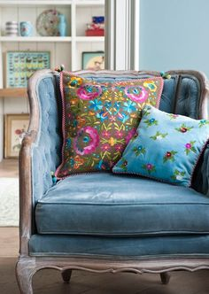 How to do an interesting mono-chrome: Shades of blue with a blue velvet chair paired with floral print pillows, blue accents, and blue walls. (Try Devine Blue or Devine Spray #paint) #devinecolor