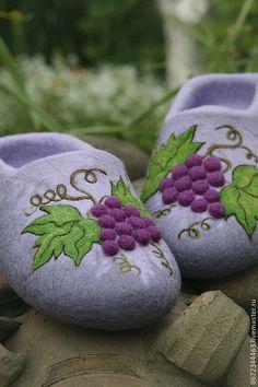 """Купить Тапочки из войлока """"Гроздь Винограда"""" - фиолетовый, обувь ручной работы, тапочки, тапочки из шерсти"""