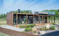 Kontio Glass House -huvilat yhdistävät tyylikkäästi hirren ja lasin / Kontio Timber Logs, Timber Walls, Philip Johnson, Door Design Catalogue, Door Design Images, Tiny House Loft, Compact House, Modern Prefab Homes, Cabin Plans