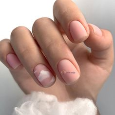 The length of natural nails do not prevent us from doing housework, and they also reflect our pursuit of exquisite life in a busy workplace. The colors and patterns of natural nails are simple and generous, but not overly exaggerated. Classy Nails, Stylish Nails, Fancy Nails, Pretty Nails, Simple Nails, Minimalist Nails, Nail Swag, Manicure Gel, Short Nail Designs