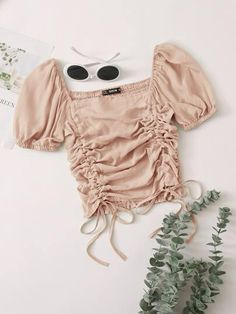 Dusty rose ruched crop top with draw strings and square neck hem. Your new summer staple is less than $20! Cheap Crop Tops, Cute Crop Tops, Pli, Romwe, Boho Shorts, Trendy Outfits, Korean Fashion, Dress Outfits, Look