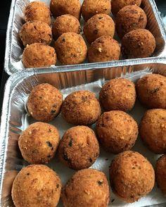 Classic Sicilian arancini  ##arancini #riceballs #traditional AND #nonTraditional #homemade #handmade #freshtoOrder #madeWithLove #queens #statenisland #foodie #foodporn #goodeats #nom #italianfood #delicious #truffles #leahsitalianapples #sicilian #deepfried #goldenbrown #notyourNonnas #reinventingRiceballs #supportLocalBusiness #followyourdream #cheesy #eeeeeats #catering #foodilysm #fuckthatsDelicious