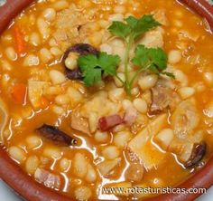 Tripas à Moda do Porto (Tripe Oporto Style) Tripe Recipes, Mexican Food Recipes, Crockpot Recipes, Dinner Recipes, Cooking Recipes, Feijoada Recipe, Brazillian Food, Confort Food, Portuguese Recipes
