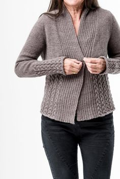 Nala Cardi pattern by Regina Moessmer - my knitwear designs Christmas Knitting Patterns, Sweater Knitting Patterns, Knit Patterns, Cardigan Pattern, Knit Cardigan, Pull Torsadé, Universal Yarn, Lang Yarns, Dress Gloves
