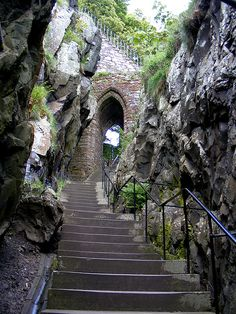 The old entrance to Dumbarton Castle, Scotland (by pariscub).