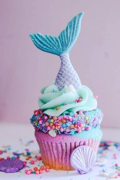 ow fab would these be at a Mermaid Birthday Party: Mermaid Party Ideas. Styling a beautiful under the sea birthday or gorgeous mermaid birthday party? You need some easy and glorious mermaid party ideas and dessert inspiration! Mermaid Birthday Cakes, Little Mermaid Birthday, Little Mermaid Parties, Little Mermaid Cupcakes, Blue Cupcakes, Party Cupcakes, Mermaid Birthday Party Ideas, Mermaid Cupcake Cake, Mermaid Party Food